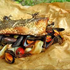 cuisiner le mulet mulet de pleine mer braisé au four aux olives et tomates cerises