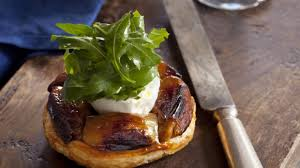 cuisine en ch麩e clair caramelised shallot tart with goat s cheese rocket recipes to