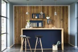 amenagement coin cuisine déco cuisine avec ilot central couleur indigo tabourets