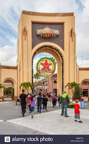 orlando thanksgiving parade macy u0027s holiday parade sign in arch at universal studios theme park