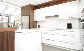 cuisine blanc et noyer cuisine contemporaine armoires novaro cuisines et salles de
