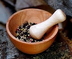 mortier cuisine bois mortier avec pilon en bois de hêtre moulin à épices hachoir bol