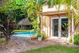 cozy and charming cottage houses for rent in biscayne park
