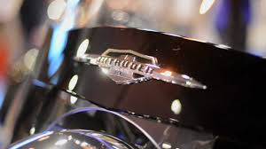 suzuki motorcycle emblem suzuki intruder c1500t model information video youtube