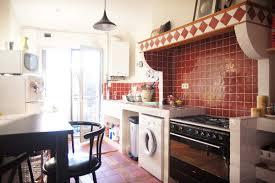 cuisine ancienne creation d une cuisine maçonnée petit carrelage style ancien