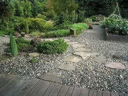 vialetti in ghiaia ghiaia decorativa in giardino aiuole con sassi vialetti