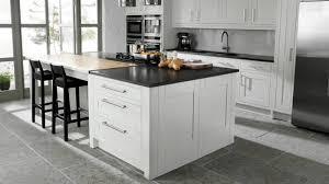 meuble plan travail cuisine cuisine blanche avec plan de travail noir 73 idées de relooking