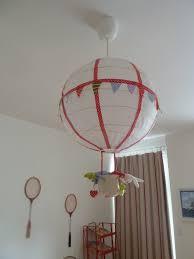 luminaire chambre d enfant diy un luminaire montgolfière pour chambre d enfant luminaire