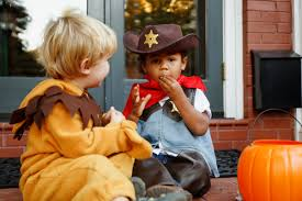 i ate your halloween candy the worst types of halloween candy for your teeth health buzz