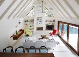 mid century design amy lau creates an east hampton retreat using mid century modern