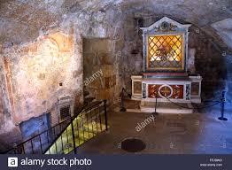 une chambre a rome une chambre dans la prison mamertine à rome banque d images photo