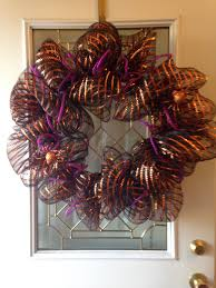 halloween mesh wreath for this wreath i used one roll of 21 inch
