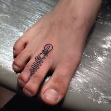 small zipper on toe