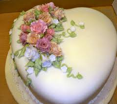 Fondant Covered Heart Cake W Roses My Heart Shaped Cake Covered
