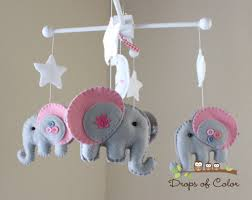4 reasons why you need baby mobiles for crib
