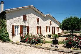 chambres d hotes charente roulotte et chambres d hôtes dans les vignes près à cherac