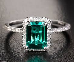 emerald gemstone rings images How to choose emerald gemstone engagement rings vintage jpg