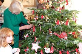 camilla duchess of cornwall decorates clarence house christmas