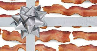 hot free bacon themed wrapping paper hip2save
