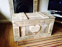 Homemade Wooden Toy Chest by Best 25 Pallet Toy Boxes Ideas On Pinterest Pallet Trunk