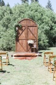 Wedding Backdrop Doors Diy Wedding Barn Door Backdrop Made From Pallets Wedding Project