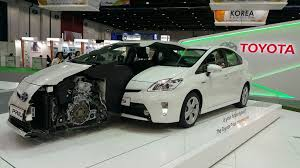 how toyota prius works toyota prius now a part of dubai municipality s fleet