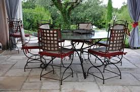 chaises fer forg table ronde en fer forgé modèle gordes diamètre 1 80m avec 8 chaises