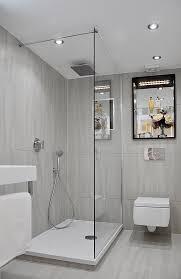 badezimmer mit dusche kleines bad dusche graue fliesen matt duscheabtrennung glaswand