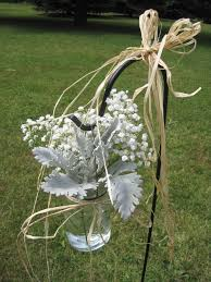 aisle decoration mason jar with babies breath and dusty miller