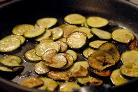 cuisiner courgettes poele cuisiner les courgettes à la poele 100 images poêlée de