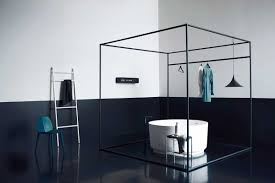 masculin minimalist bathroom with circle bathub in square black