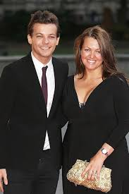 louis tomlinson full biography louis tomlinson and his mum a married biography