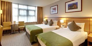 Family Hotel Room In Cricklewood North London Clayton Crown Hotel - London hotels family room