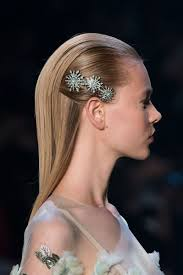 barrettes for hair 23 gorgeous and grown up ways to wear hair barrettes thefashionspot