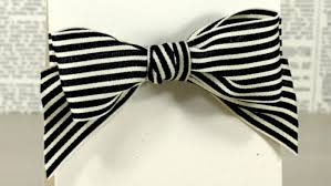 thick ribbon tying a bow with wide ribbon