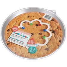 amazon com wilton heart giant cookie pan round cake pans