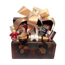 high end gift baskets best 25 gift baskets canada ideas on fundraiser