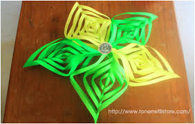 Paper Craft Steps - how to cut and fold 3d paper snowflakes in 10 easy steps
