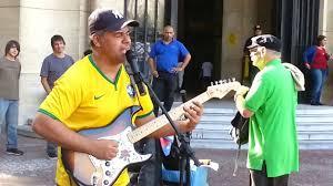 sultans of swing guitar un musicien de rue fait une reprise de sultans of swing au brésil
