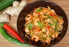 cuisine chinoise facile recette de nouilles chinoises au paprika fumé crevettes marinées