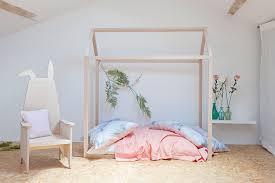 chambre fille design un lit cabane pour une chambre d enfant aventure déco