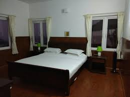 Bed Breakfast Table Online India Bed And Breakfast Lynfields Leisure Udagamandalam India