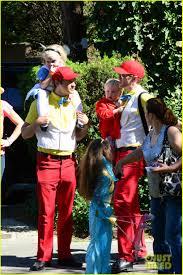 alice in wonderland family halloween costumes neil patrick harris u0026 family u0027alice in wonderland u0027 for halloween