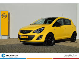 opel yellow opel corsa 1 4 16v color edition yellow edition u0027navigatie