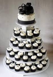 wedding cake cupcakes torta nuziale cupcakes in bianco e nero s bday