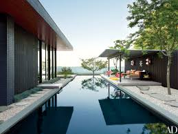 single story house jonathan adler and simon doonan u0027s a frame cabin on shelter island