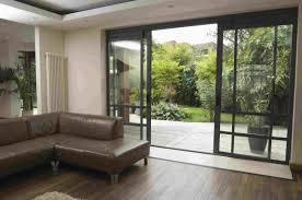 jardin interieur design porte coulissante style verrière dans une maison modеrne