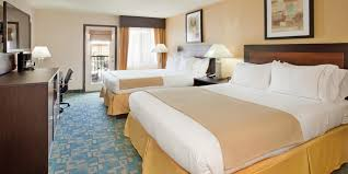 2 bedroom suites in branson mo holiday inn express suites branson 76 central hotel by ihg