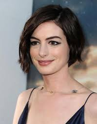 what is deconstructed bob haircuta anne hathaway messy short wavy bob haircuts hair pinterest