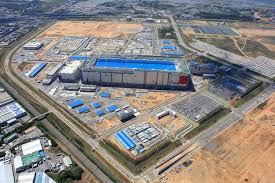 A Construction China And Semiconductors Samsung Begins Building 7 Billion Chip Line In China Zdnet